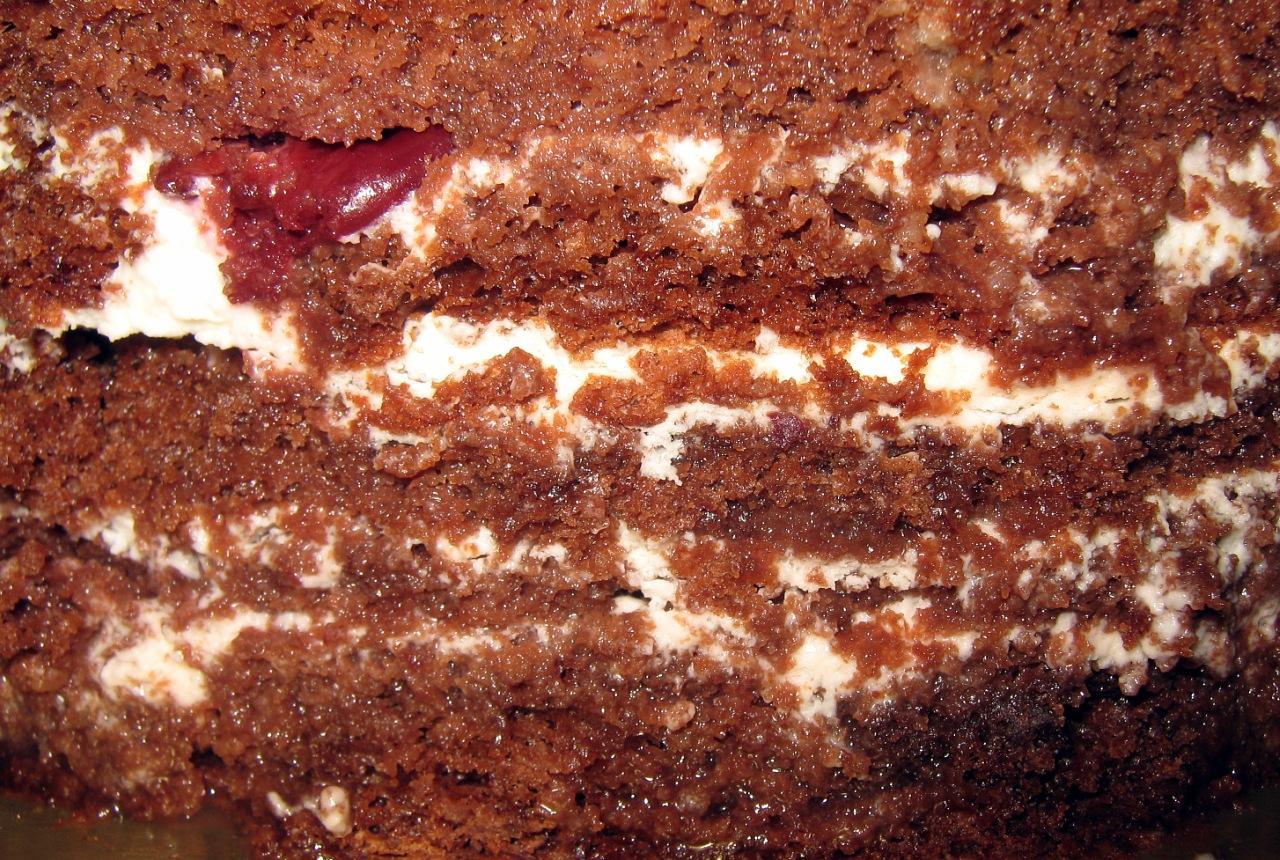 Торт с начинкой чёрный лес