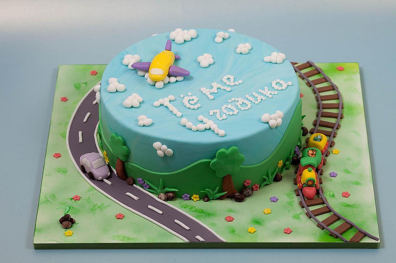 Как оформить торт для мальчика